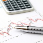 Geld besparen door inzicht in inkomsten en uitgaven