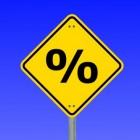 Wat verklaart of de spaarrente bij banken hoog of laag is?